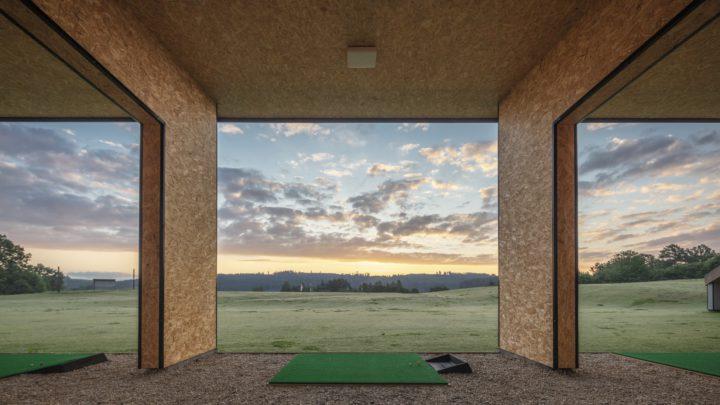 Krásná příroda a rodinná atmosféra. Přijďte si užít golf na nově otevřené hřiště v Dobrouči